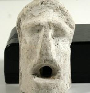 Гипсовая маска — налеп на саркофаге